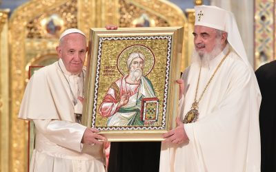 Papa Francesco in visita ai mosaici di Bucarest